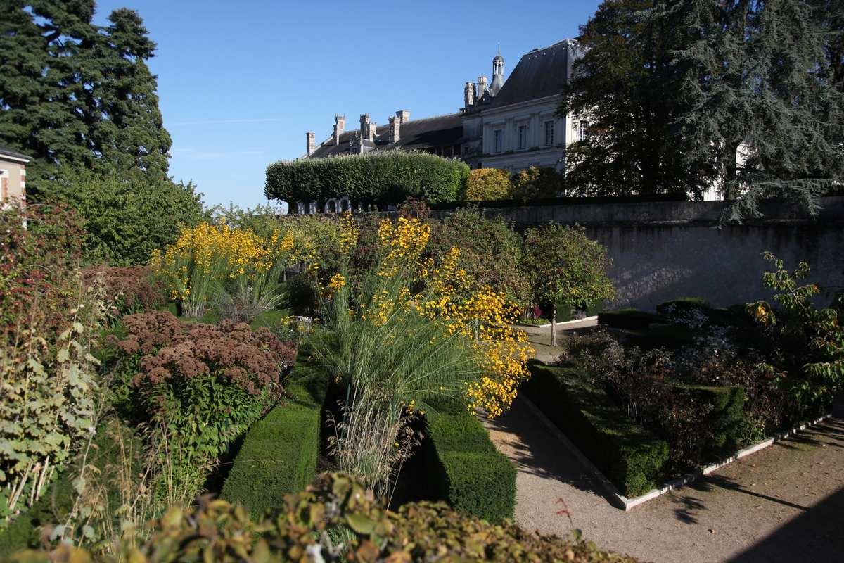 outstanding gardens site ch teau de blois anglais. Black Bedroom Furniture Sets. Home Design Ideas